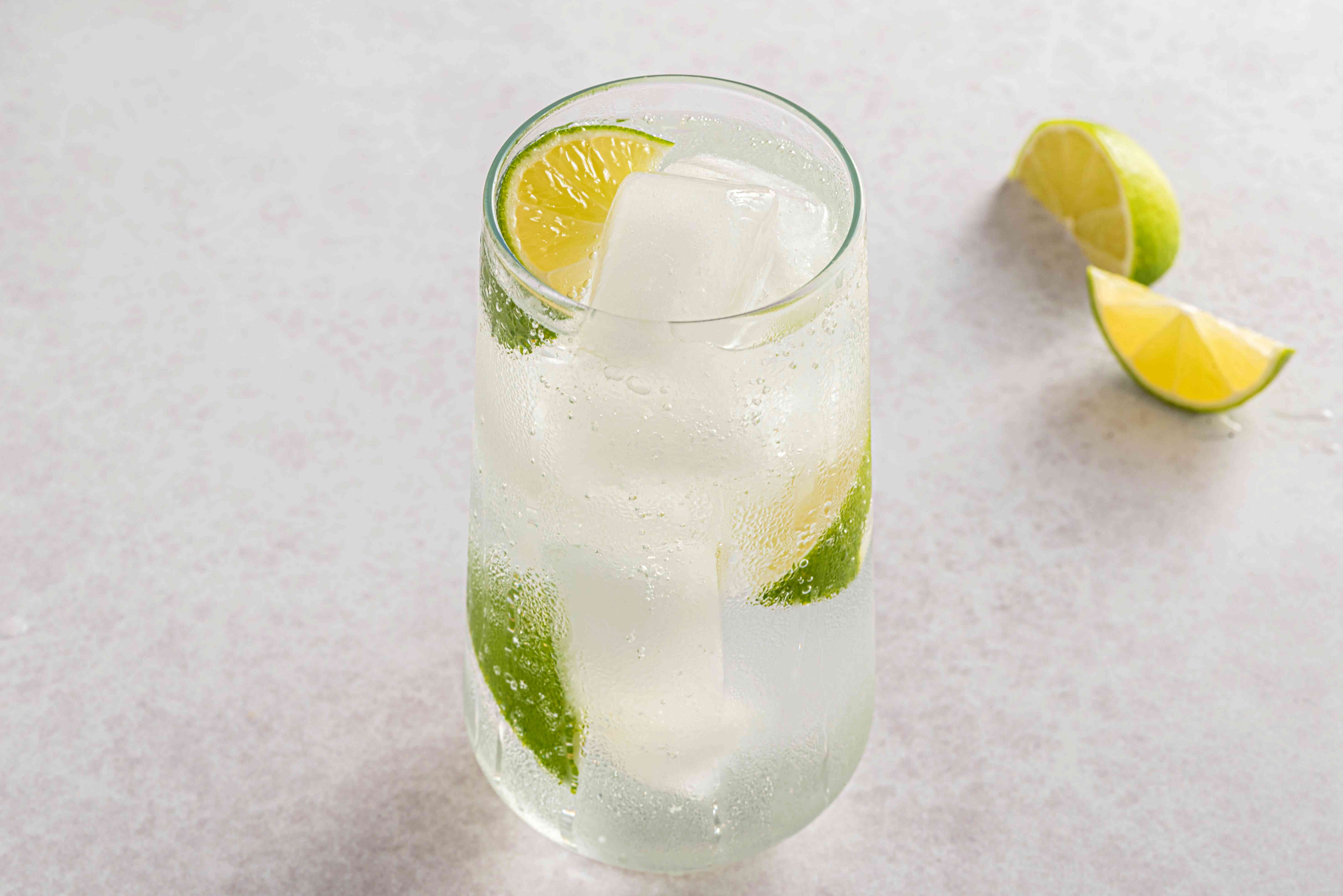 Vodka tonic served with lime