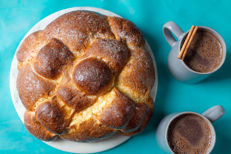 Mexican Day of the Dead Bread (Pan de Muerto)