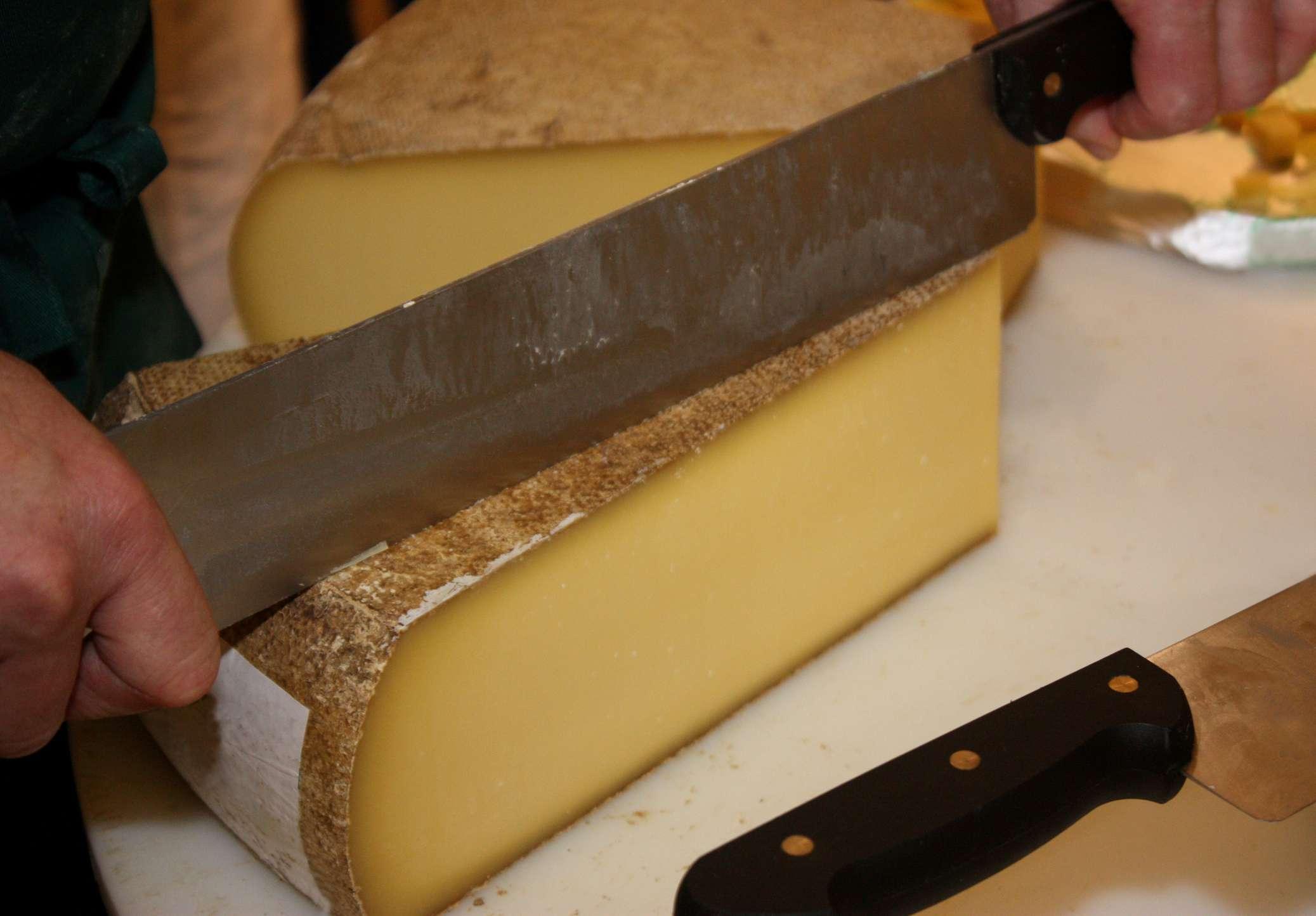 Cutting Comte cheese