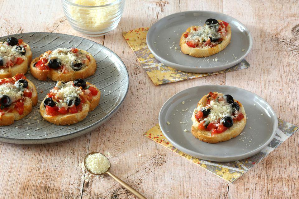 Easy Pizza Crostini Appetizer