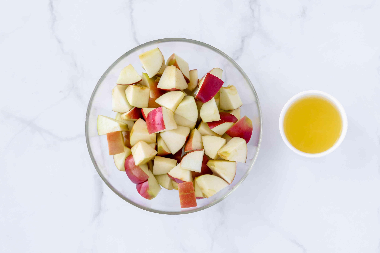 Apples in a bowl, lemon juice in a bowl