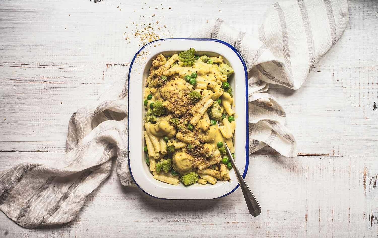 Green Mac and Cheeze on Linen