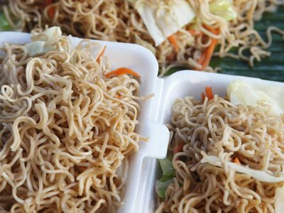 the difference between lo mein and chow mein