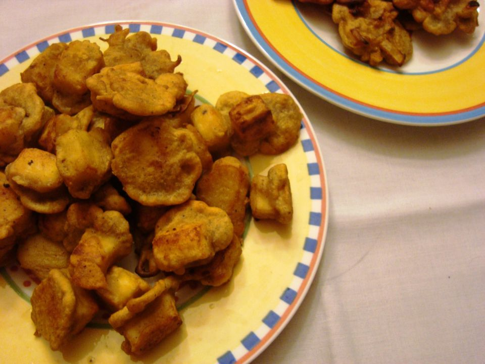 Fried paneer cheese pakoras - a vegetarian Indian food snack
