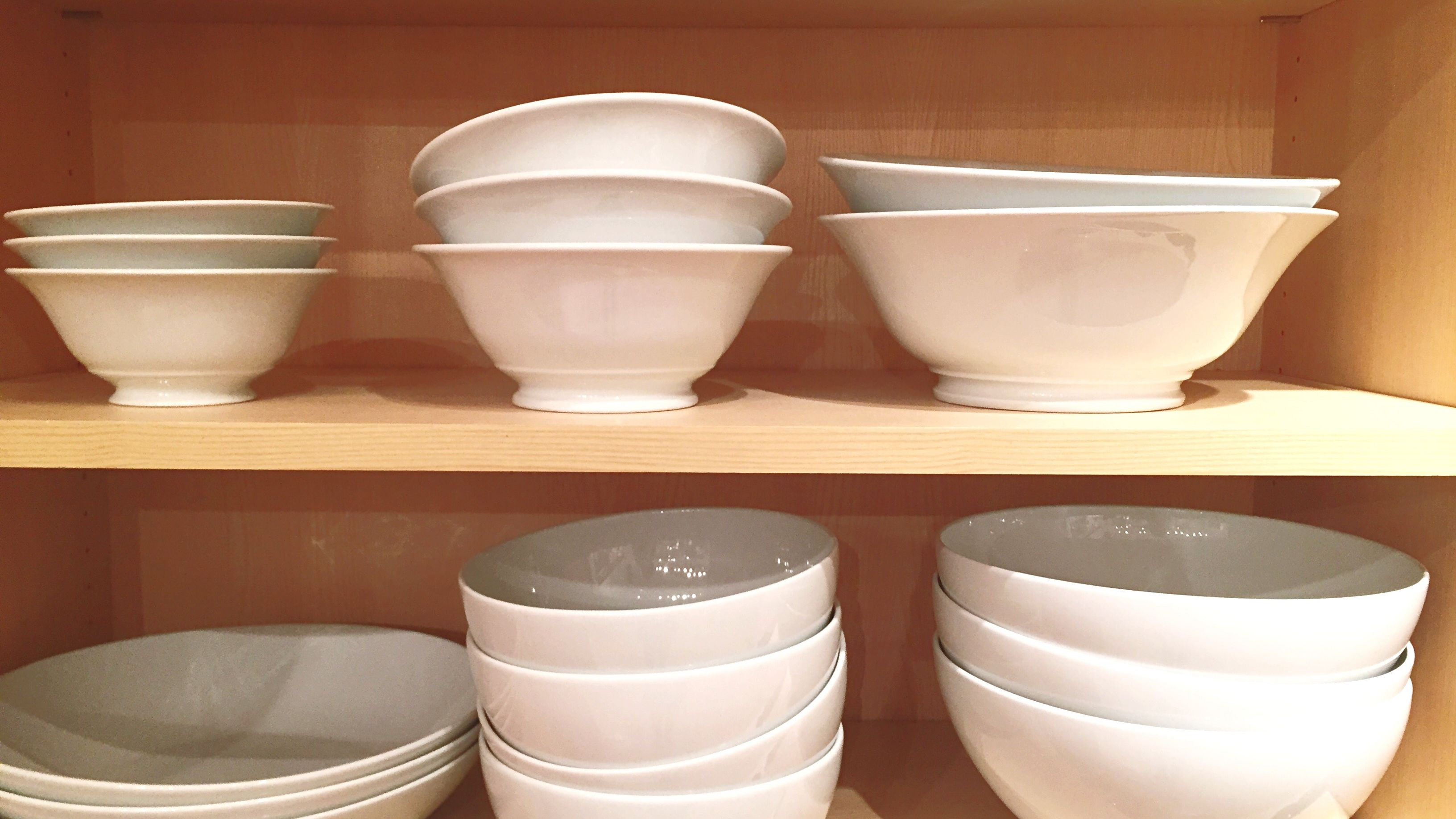 How to Identify the Different Types of Dinnerware