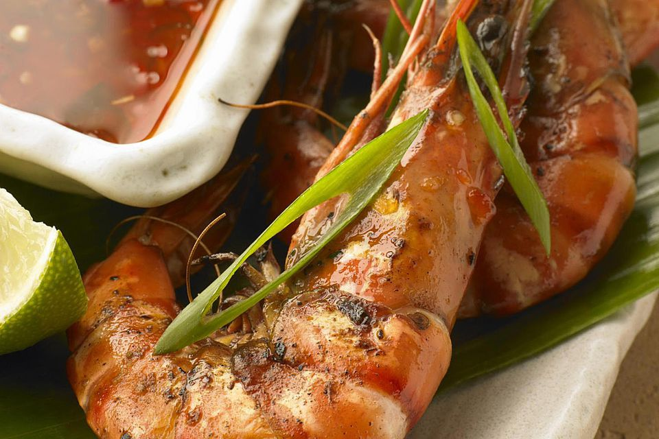 Barbeque prawns with Thai sweet chilli dipping sauce