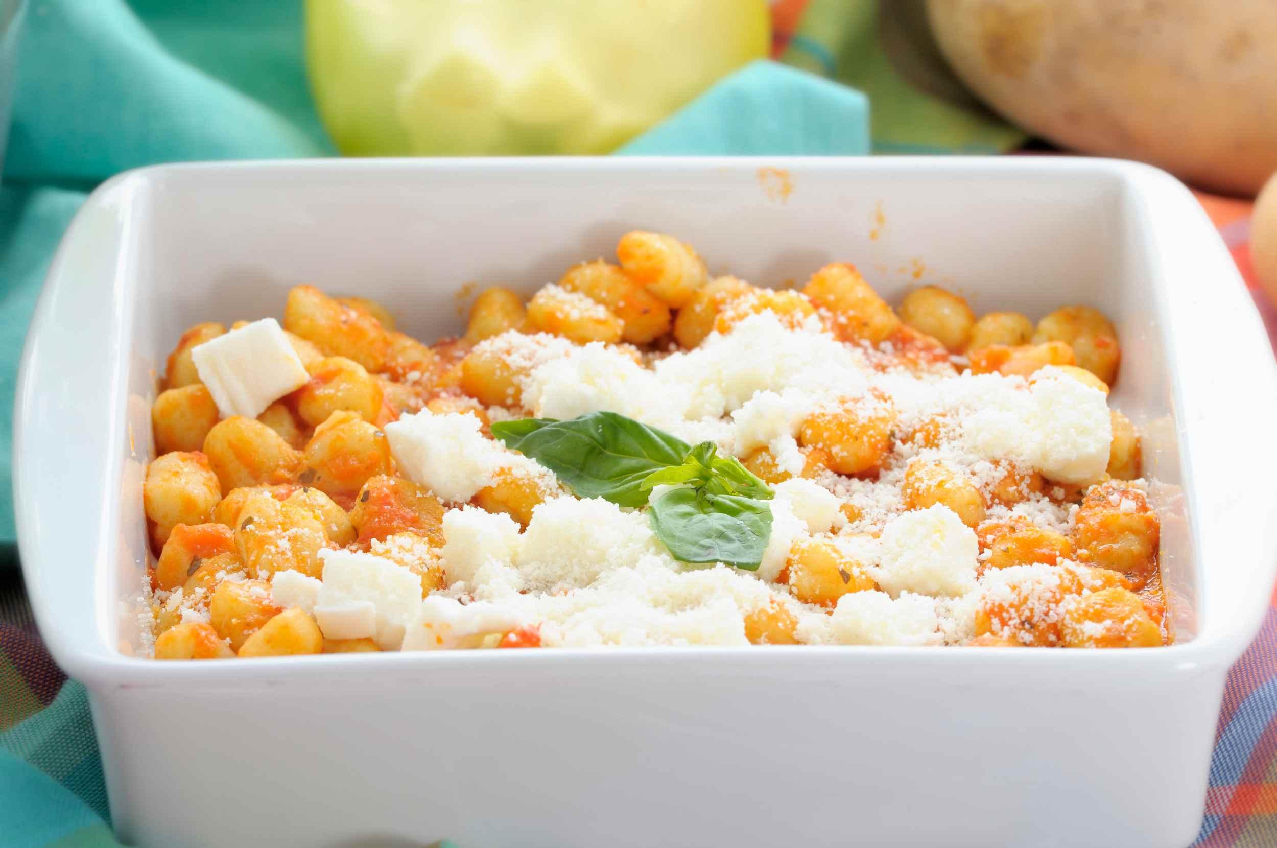 Baked gnocchi with tomato sauce and fresh mozzarella