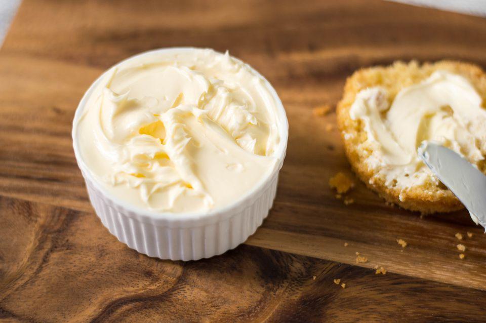 Cómo hacer mantequilla batida casera