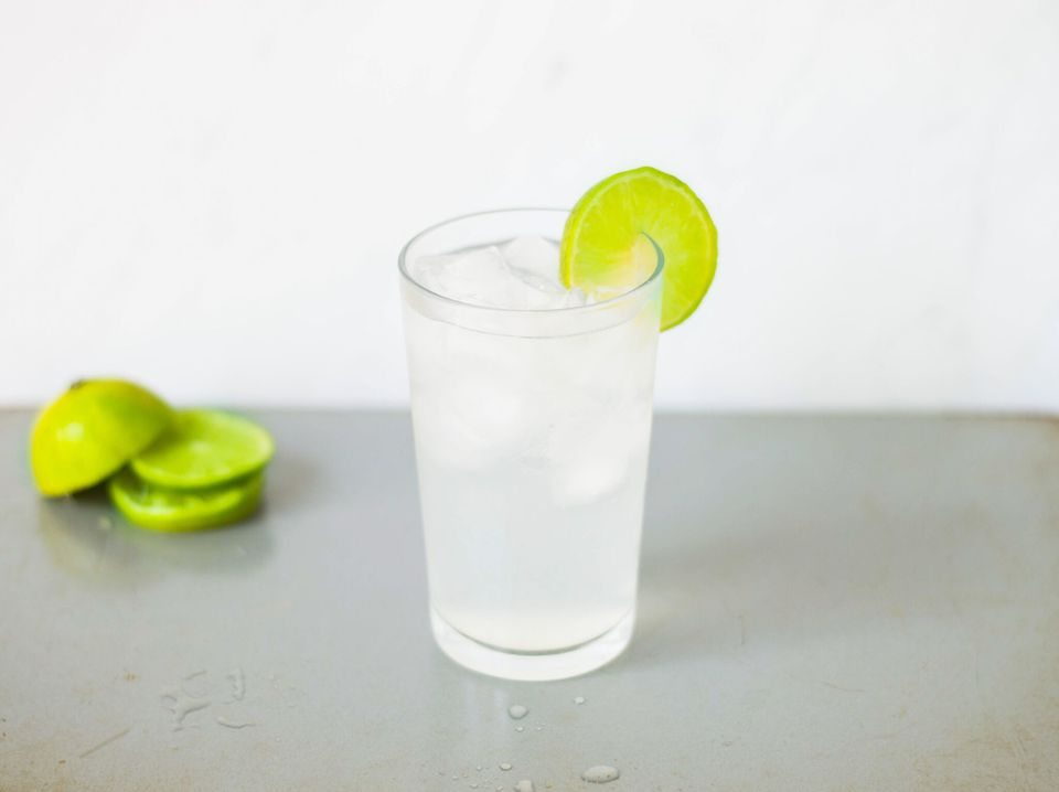 Vodka tonic with a lime garnish