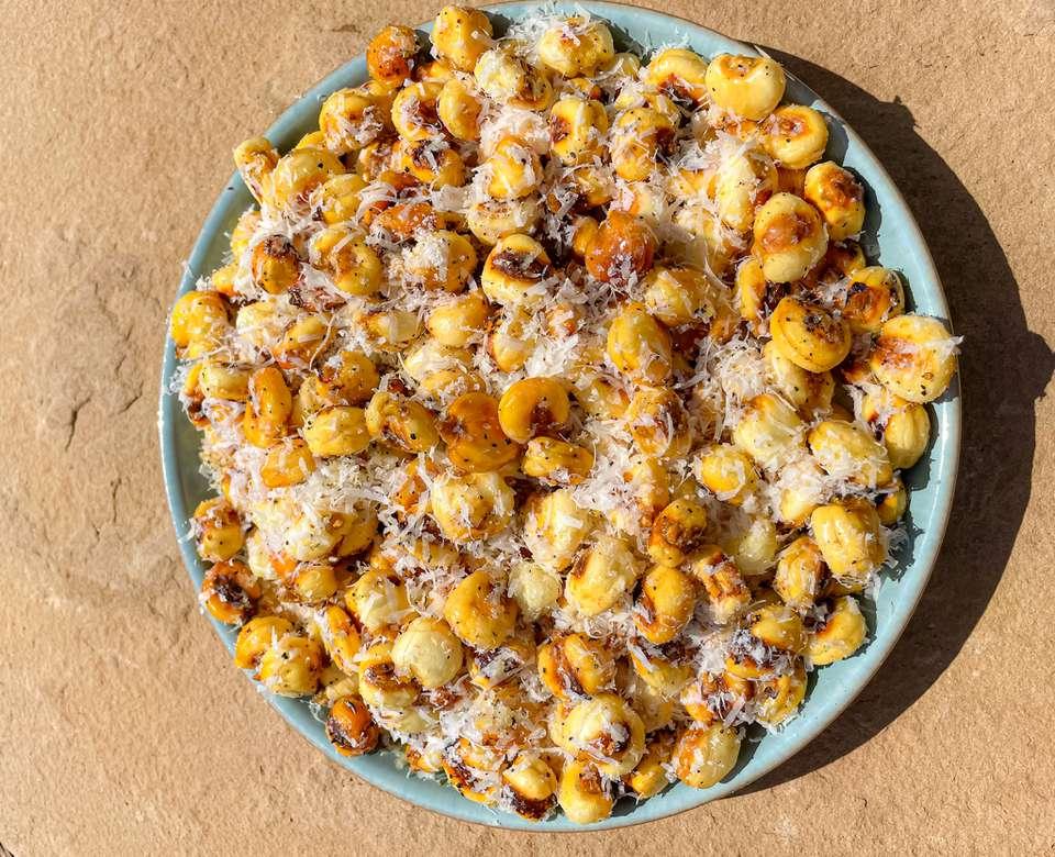 Cacio e Pepe Corn Nuts