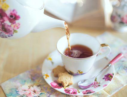 tea-cups-saucers-set