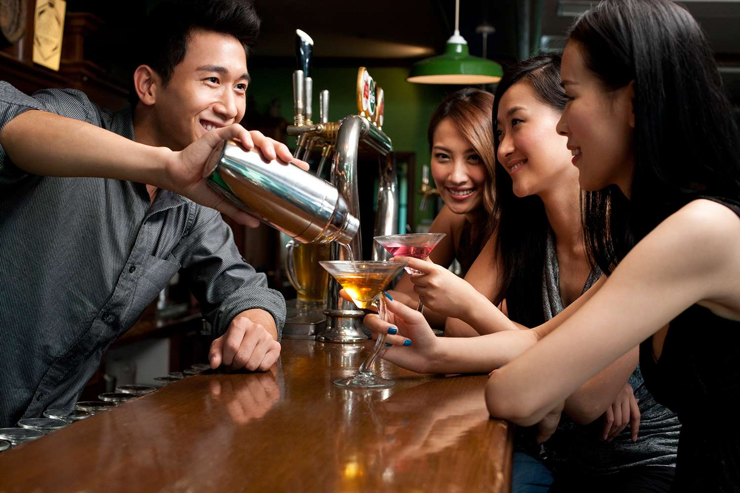 10 Customer Service Tips for Bartenders