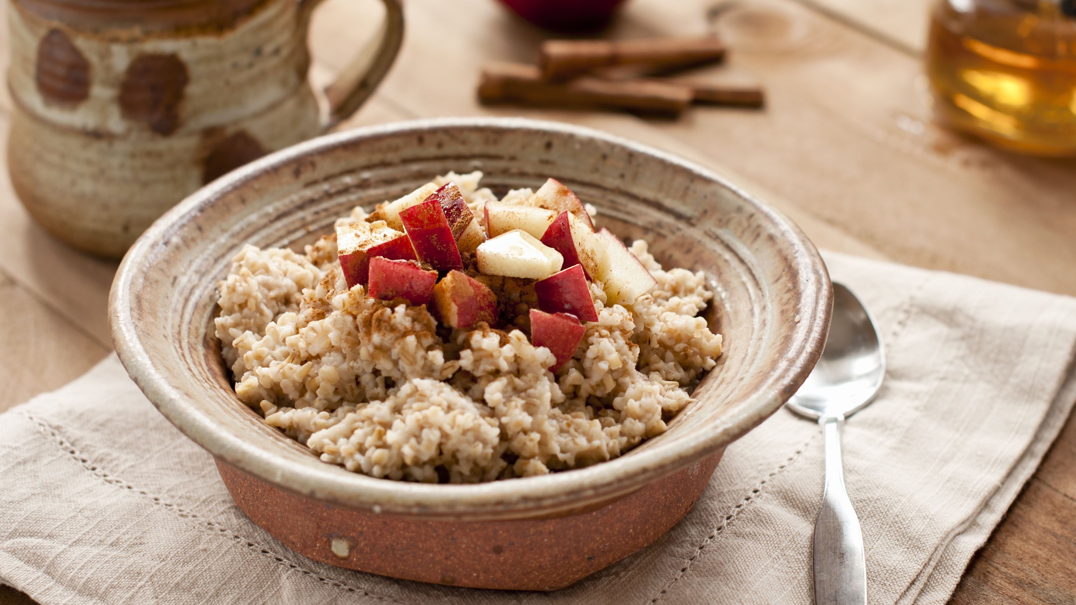 Raw Vegan Oatmeal Breakfast With Cinnamon And Apples