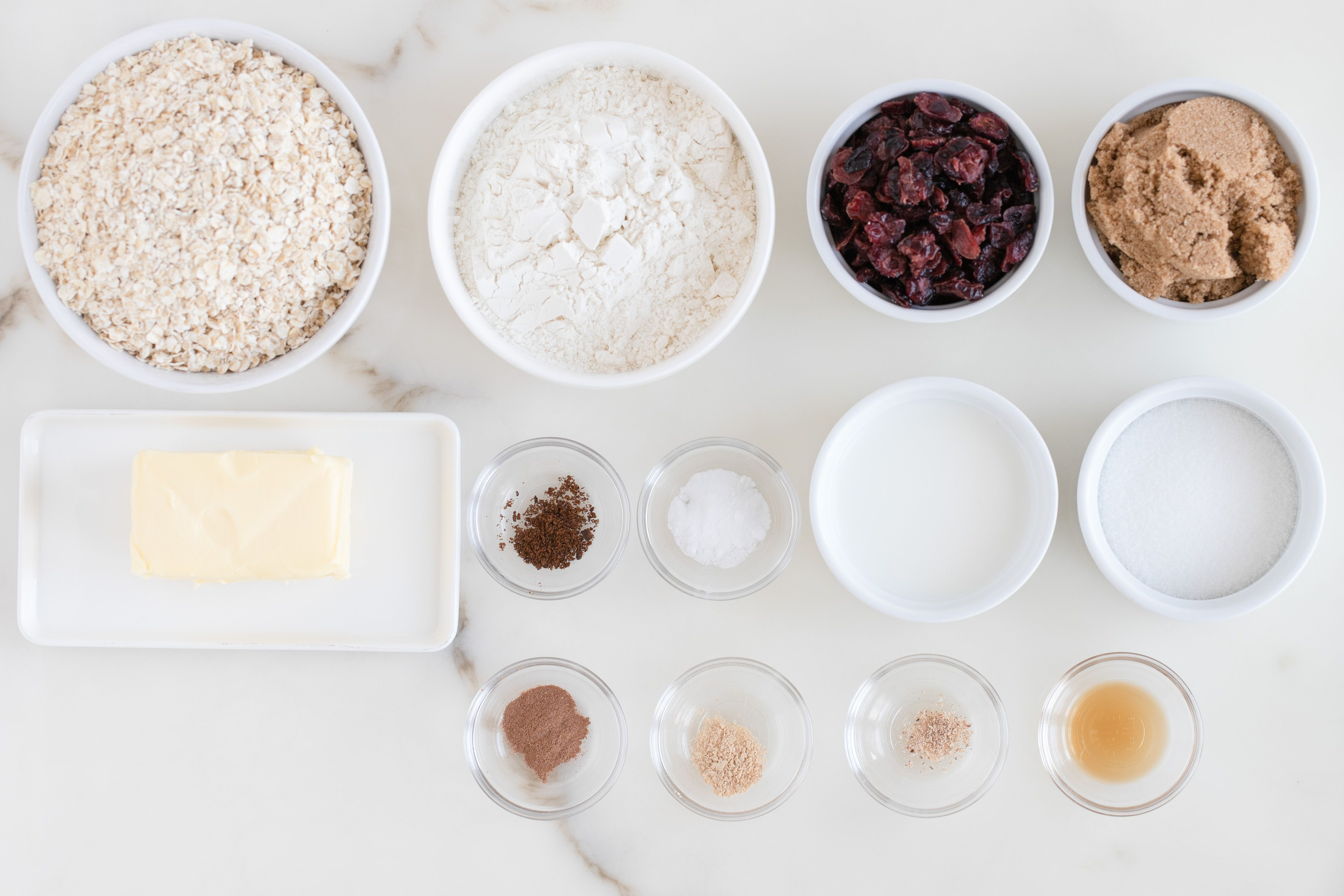 Ingredients for spiced vegan oatmeal