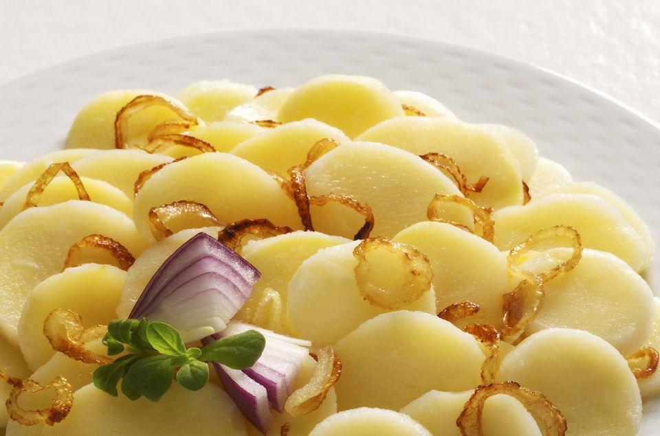 Ziemniaki z Cebulą i Koperkiem: Patatas hervidas con cebolla y eneldo