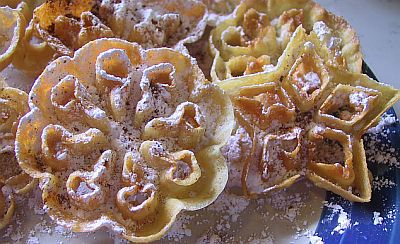 rosettes with powdered sugar and cinnamon