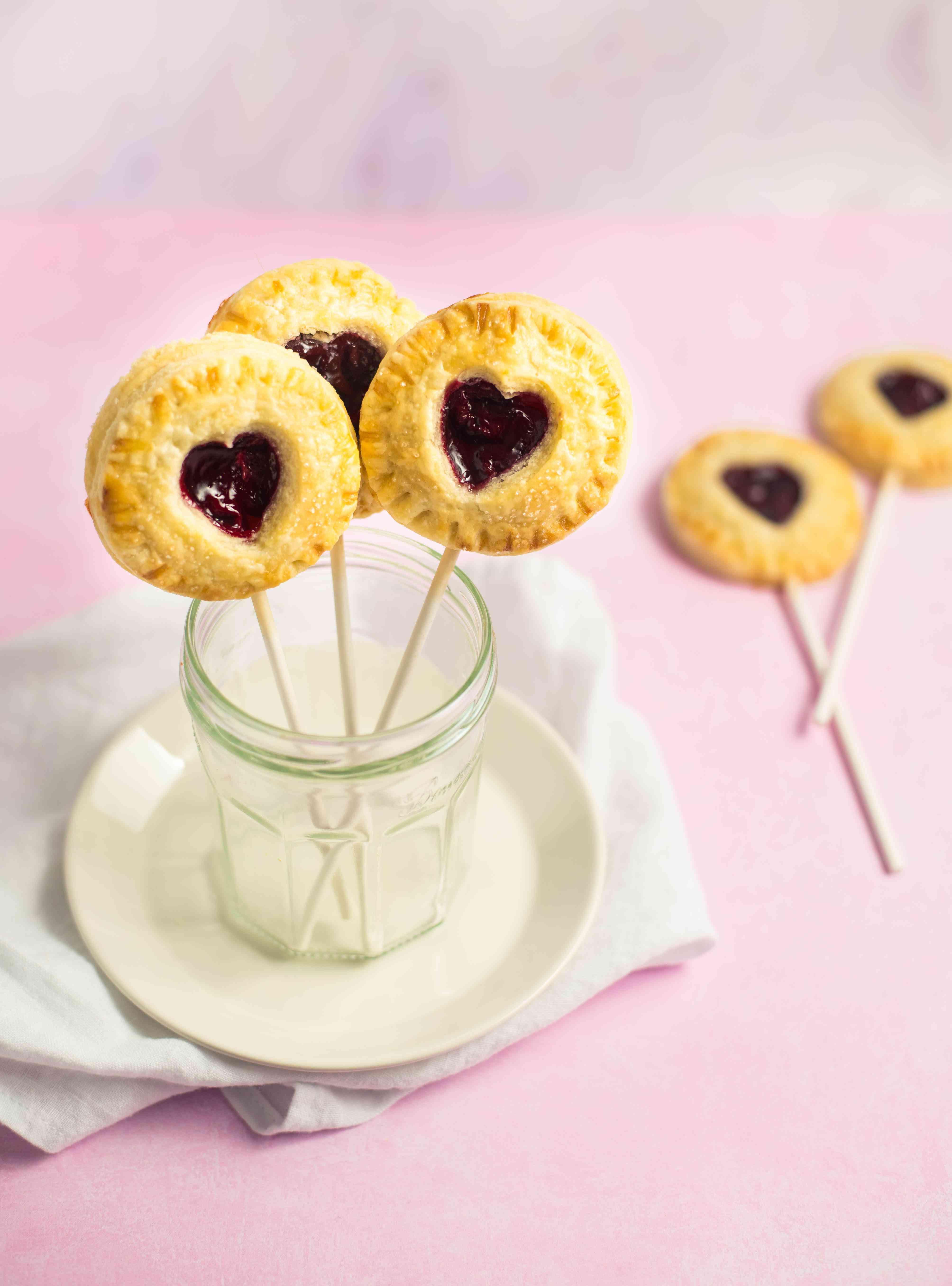 Sweetheart pie pops