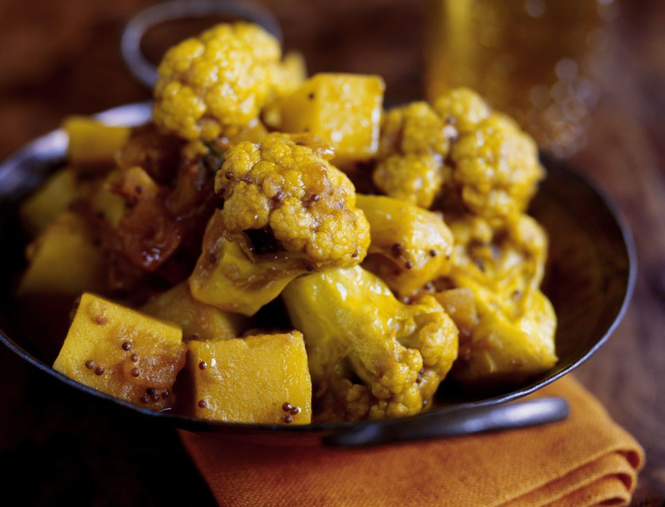 Indian Aloo Gobi: Cauliflower and Potato Curry (Vegetarian, Vegan)