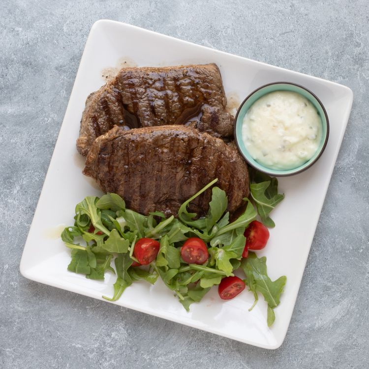 minute steaks with salad and remoulade sauce