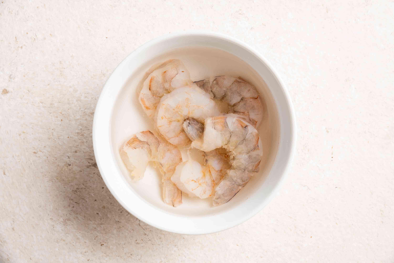 Soak shrimp in a bowl of water