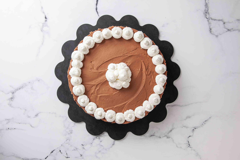 Decorate the Nutella Cheesecake