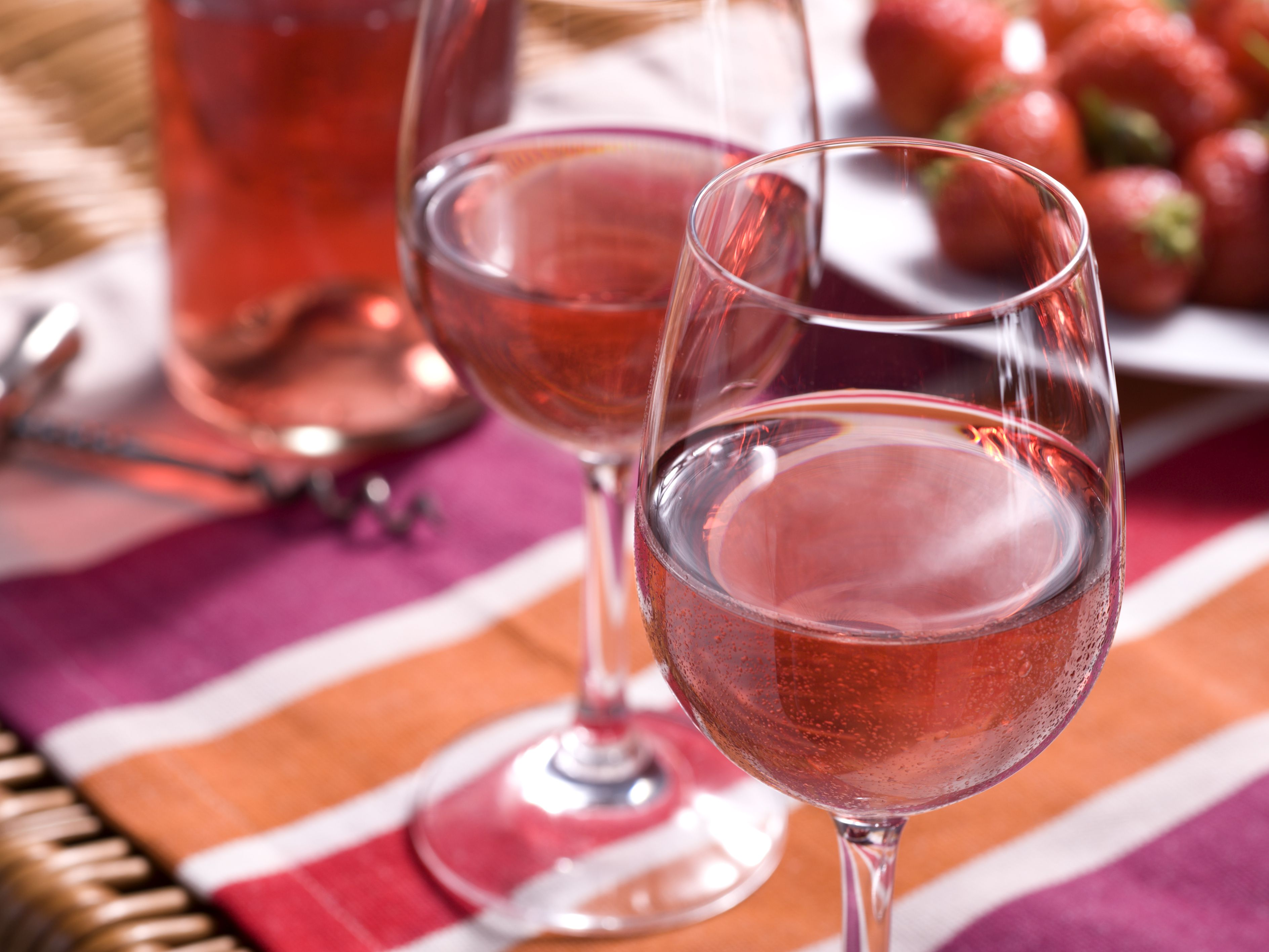 benefits of strawberry wine