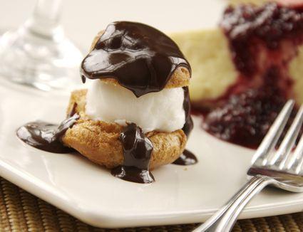 Kok chocolate cream puff