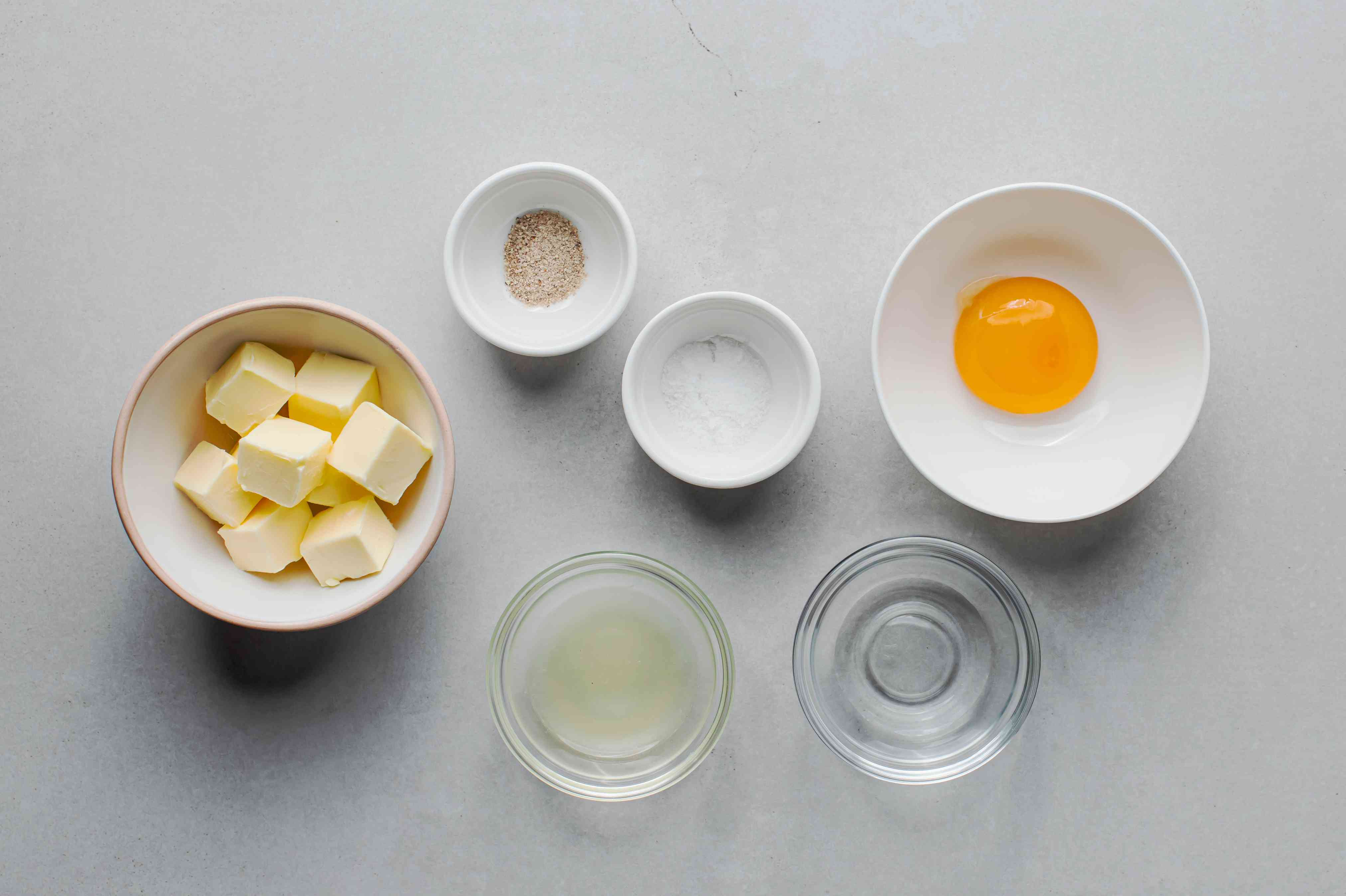 Hollandaise sauce with butter ingredients