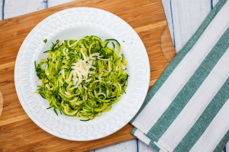 Spiralized Zucchini With Garlic and Basil