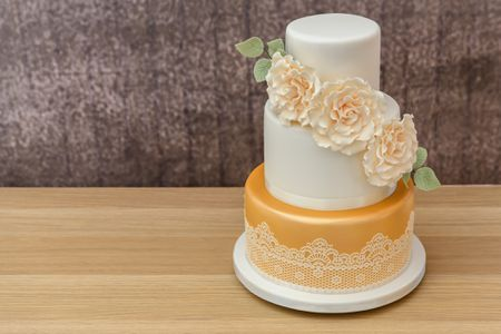 3 Tier Wedding Cake.How To Bake And Decorate A 3 Tier Wedding Cake