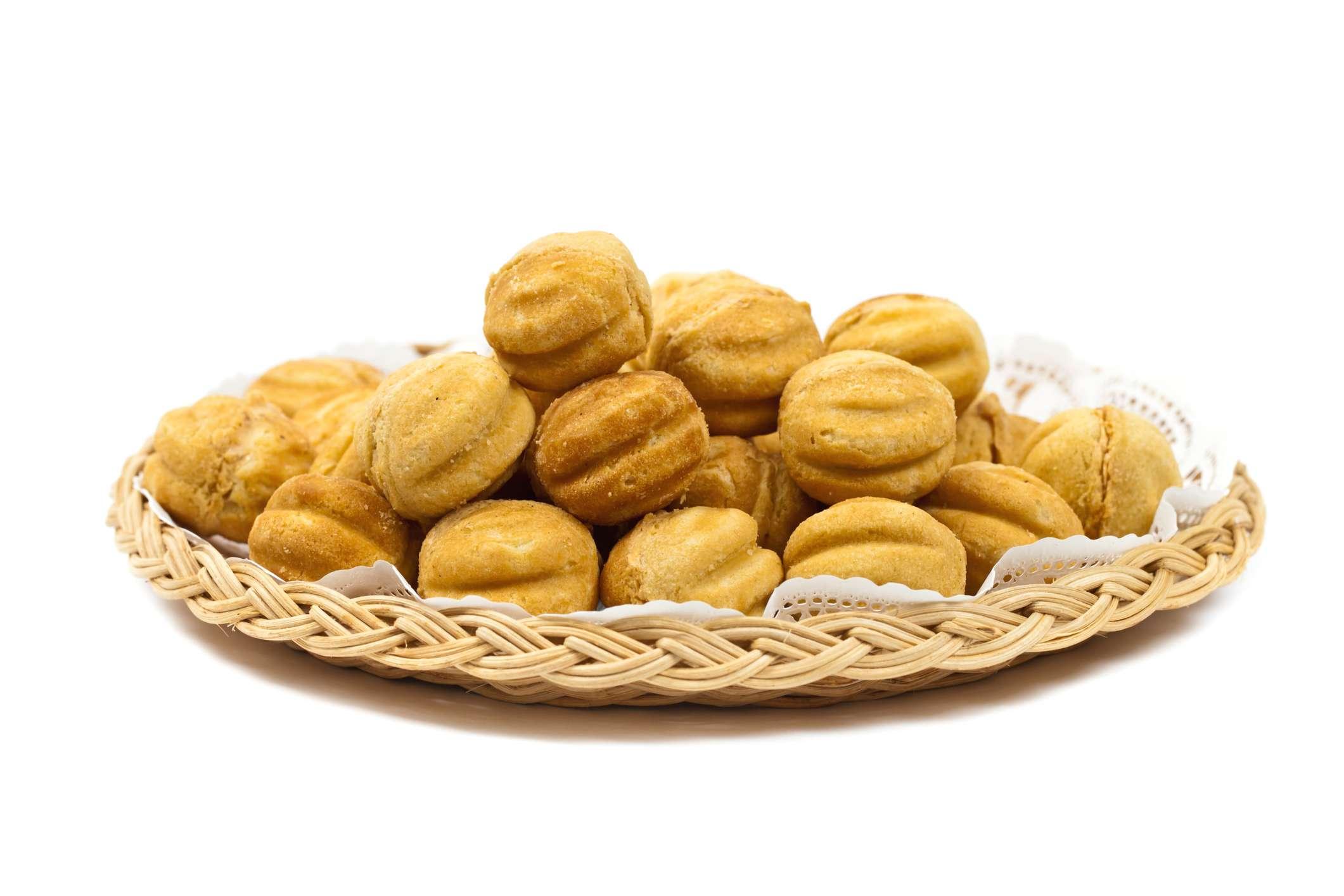 Polish Walnut-Shaped Cookies (Ciasteczka Orzeszki)