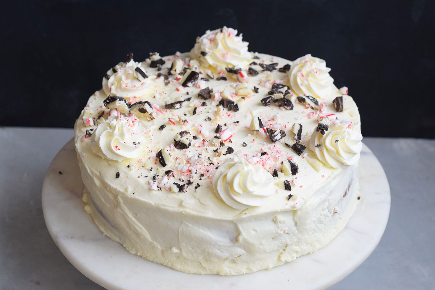 Decorate the cheesecake