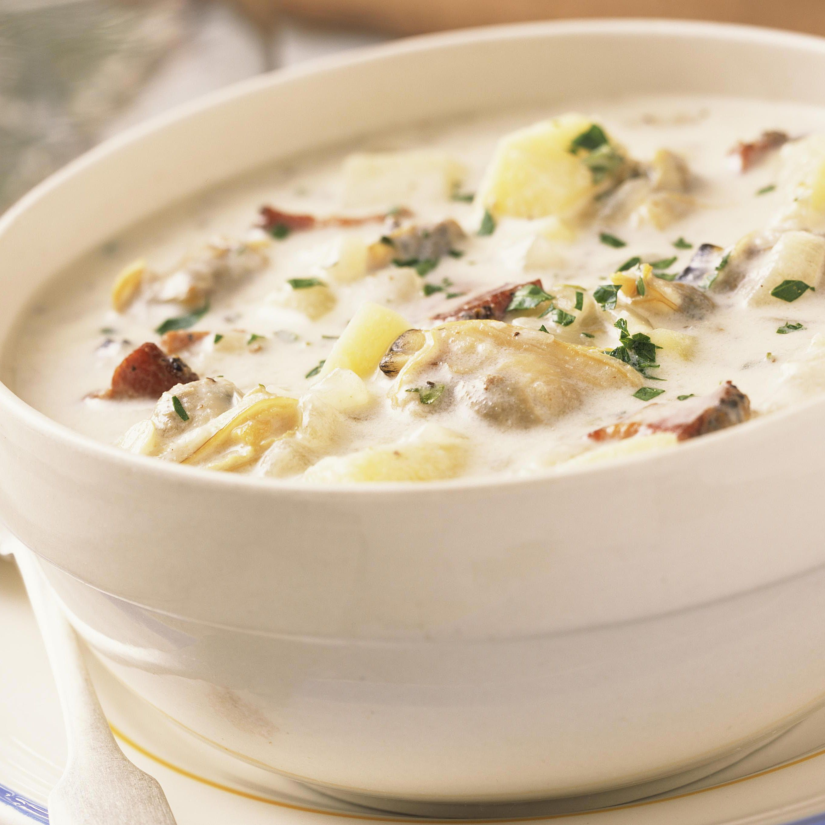 Classic New England Clam Chowder Recipe