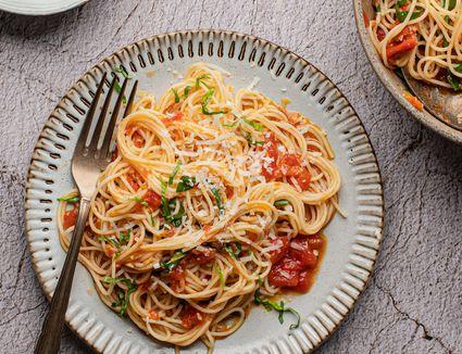 Angel hair pasta capellini pomodoro