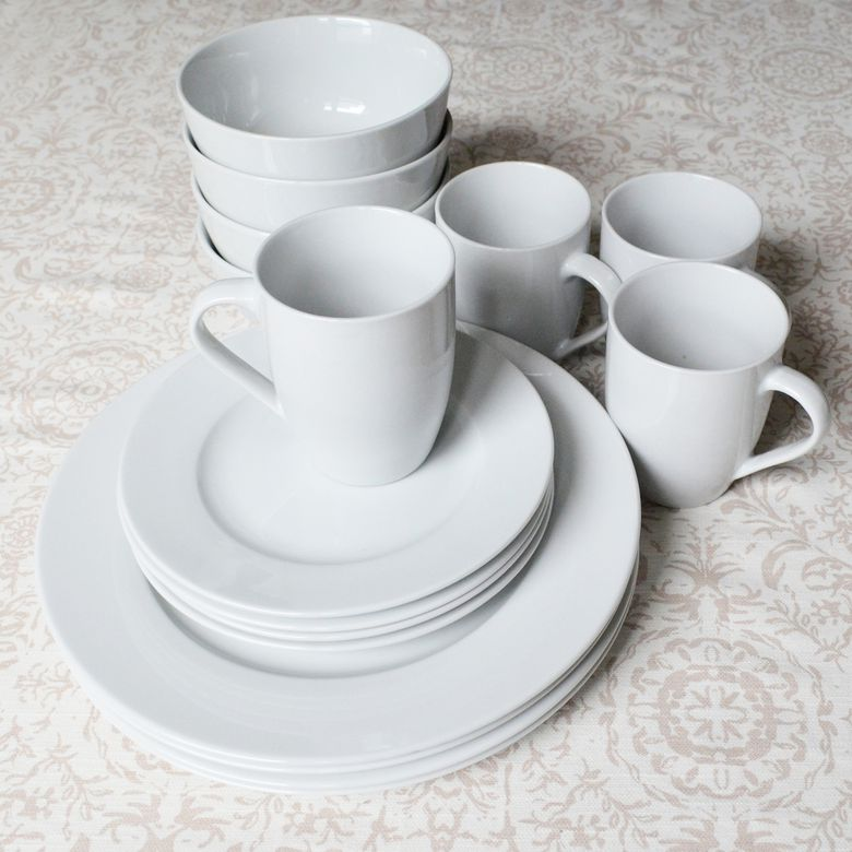 AmazonBasics 16-Piece Dinnerware Set
