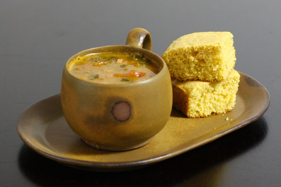 basic cornbread with soup