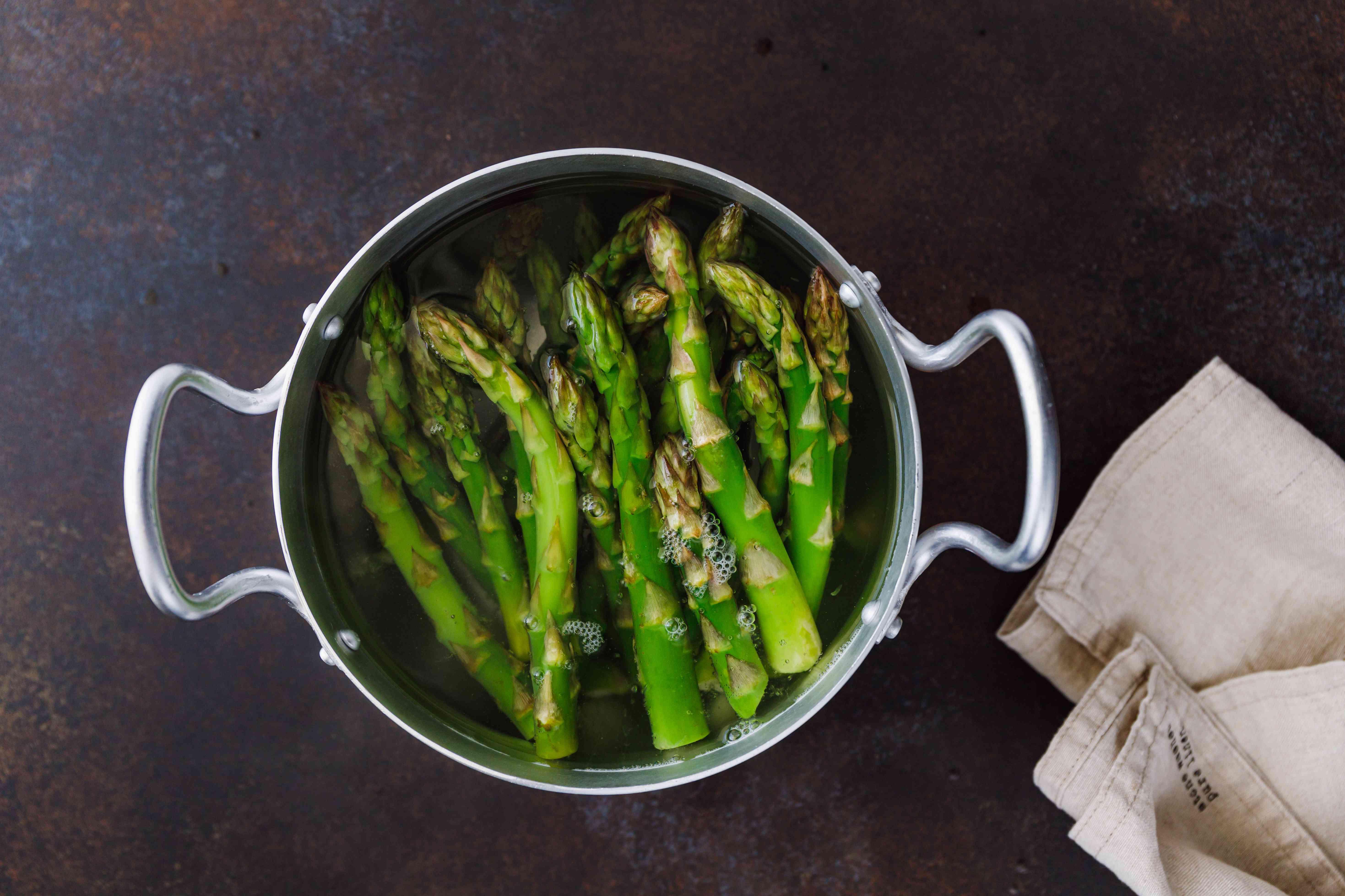Drop in asparagus spears
