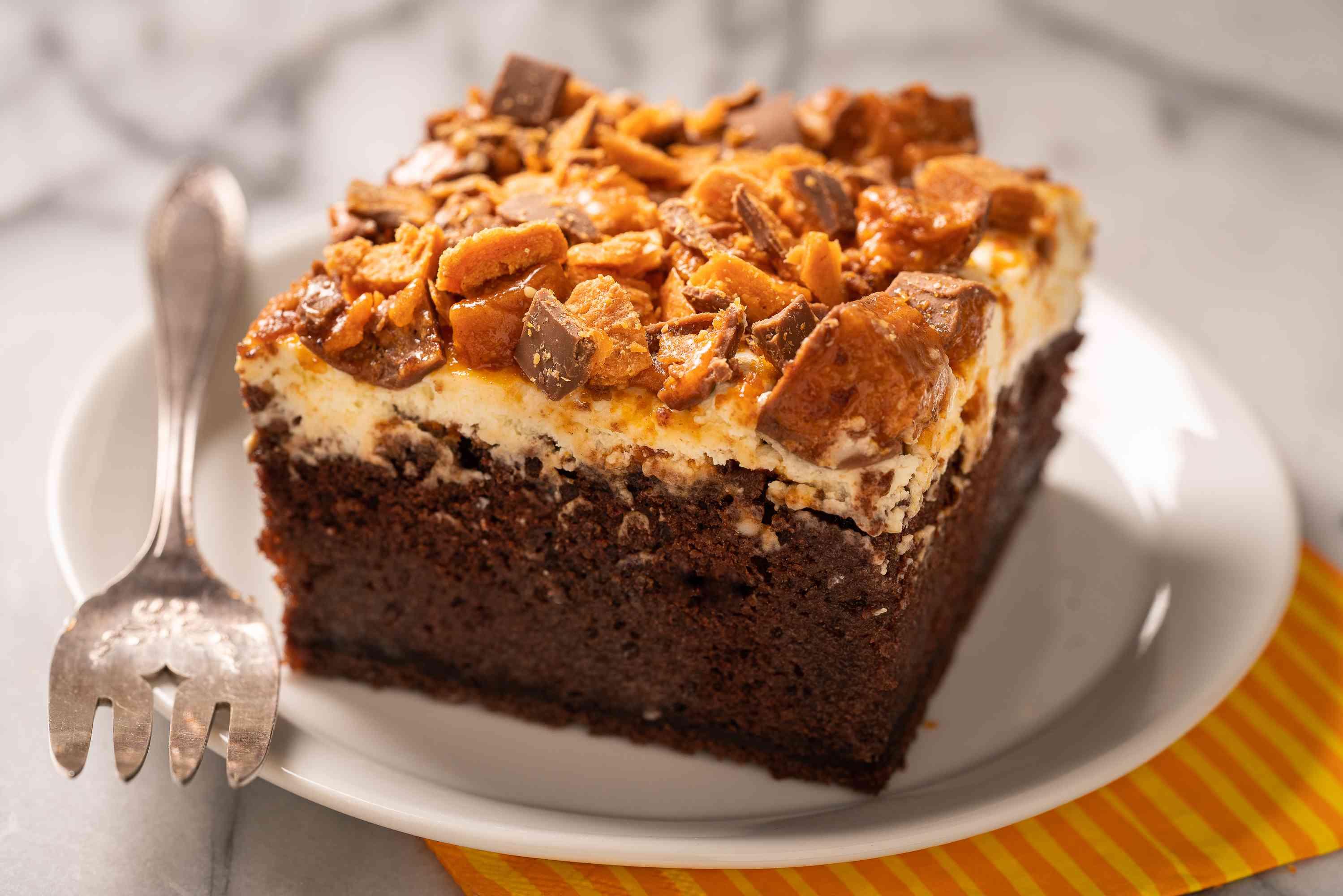Serve the Butterfinger Cake