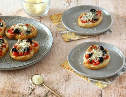 Pizza crostini appetizers with Parmesan cheese.