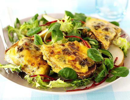 Cheesy Ploughman's Salad