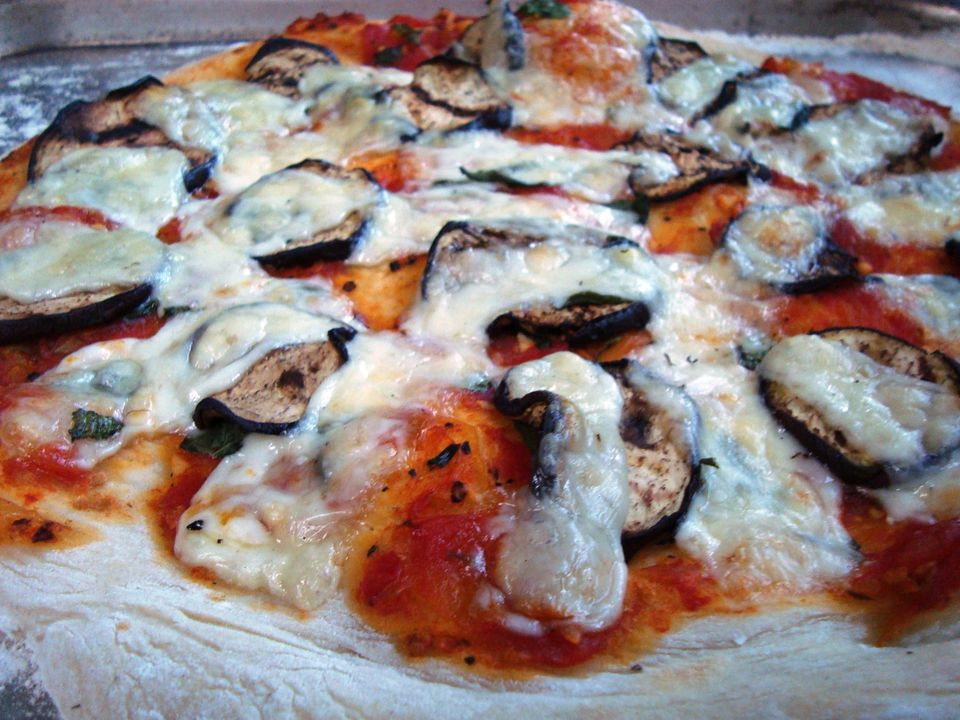 Eggplant and fresh basil pizza - a homemade vegetarian pizza