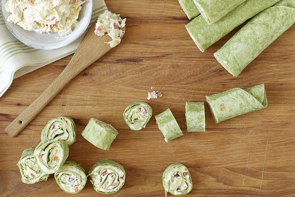Tortilla appetizers with spinach wraps.