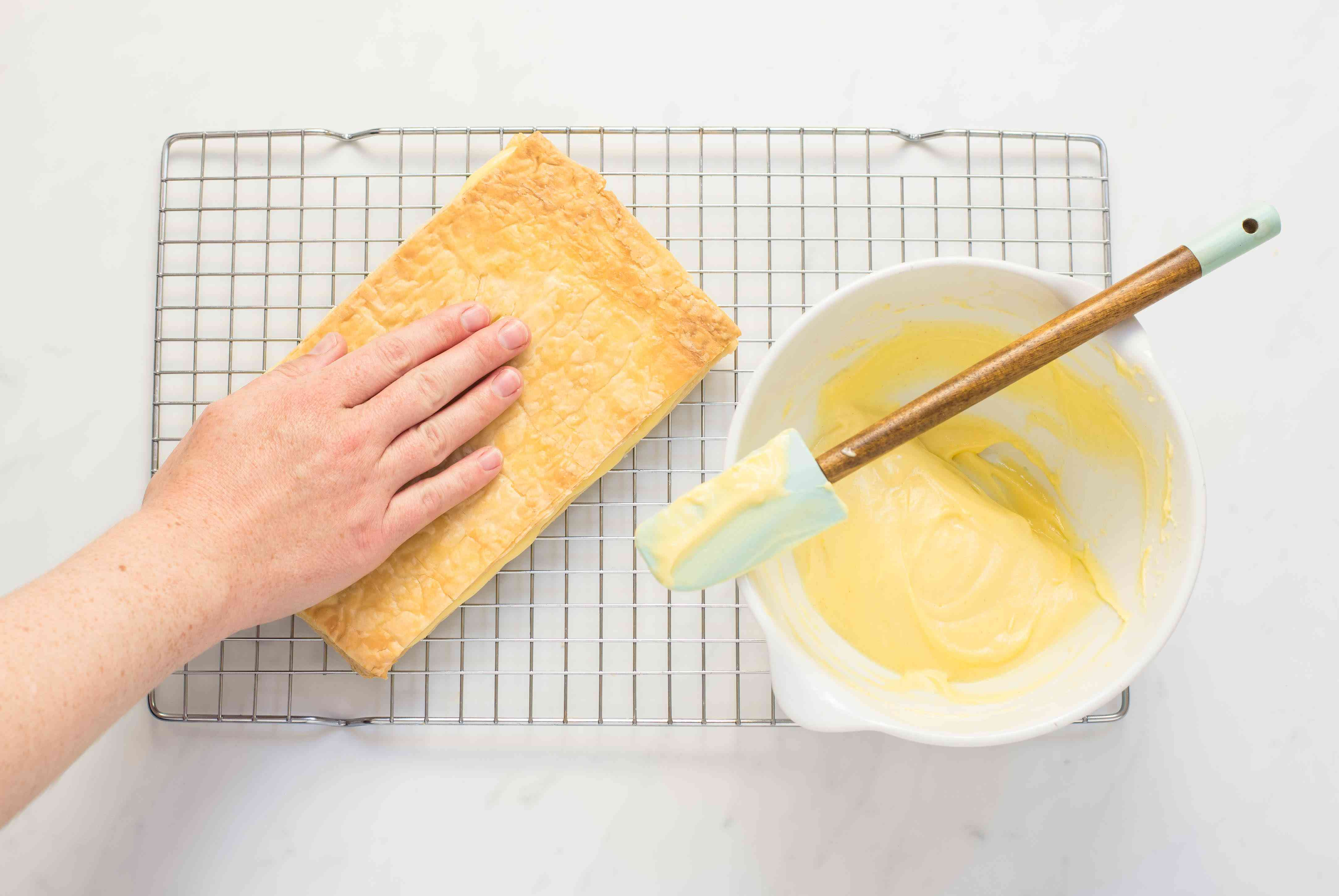 Pastry cream is topped puff pastry
