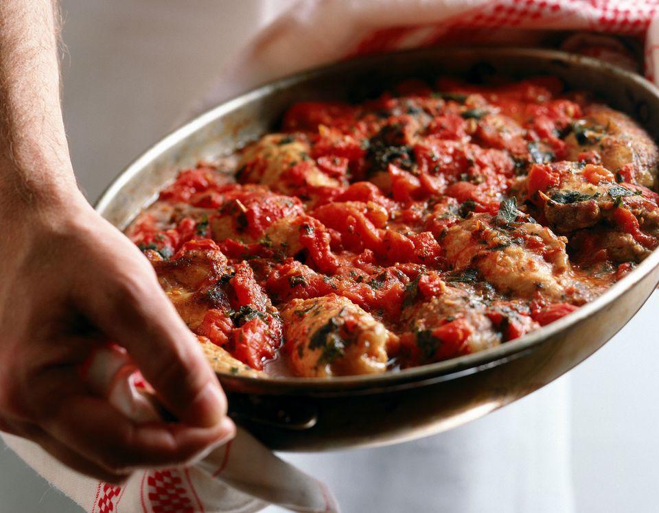conejo español en salsa de tomate