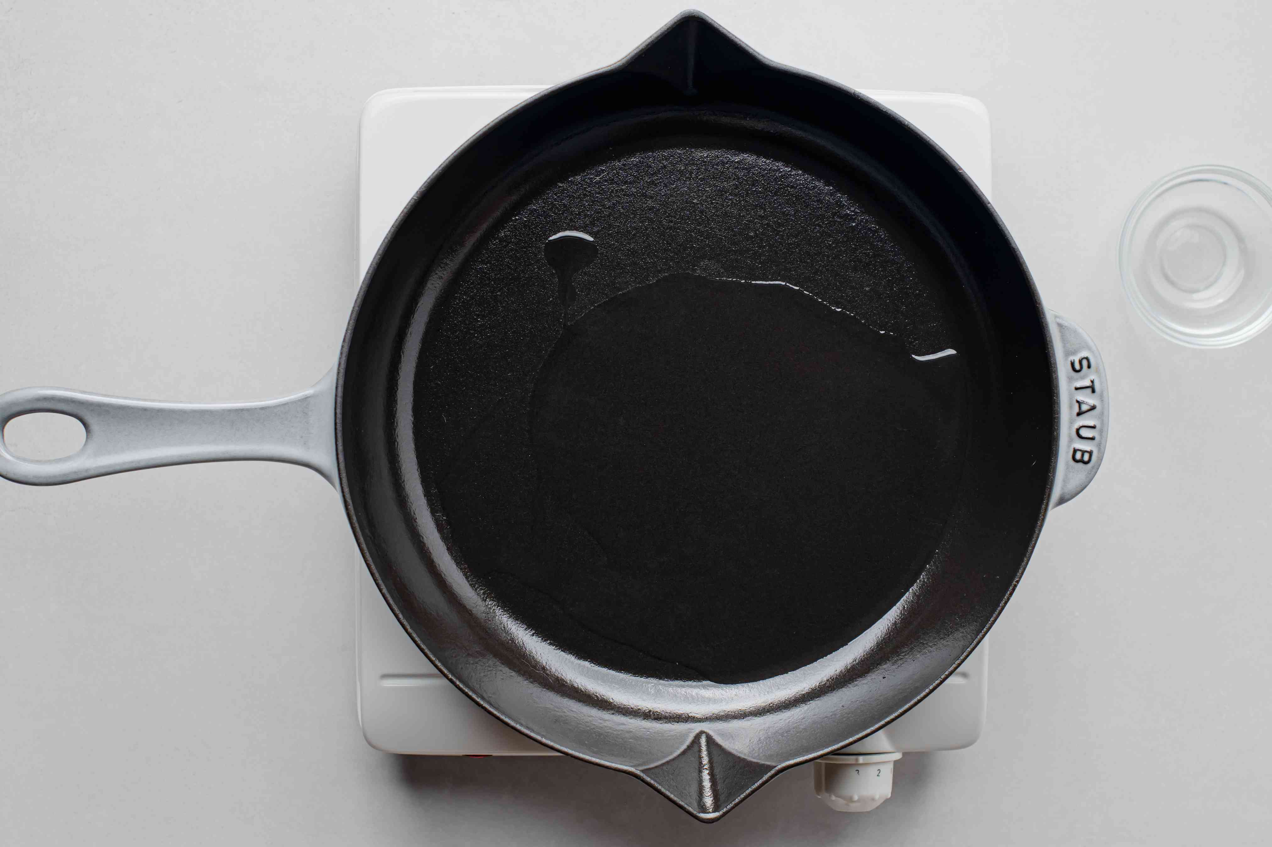 skillet with oil