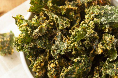 Vegetarian vegan and raw vegan dehydrator recipes homemade green kale chips forumfinder Images