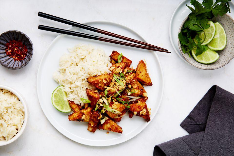 Tofu horneado en salsa de maní tailandesa