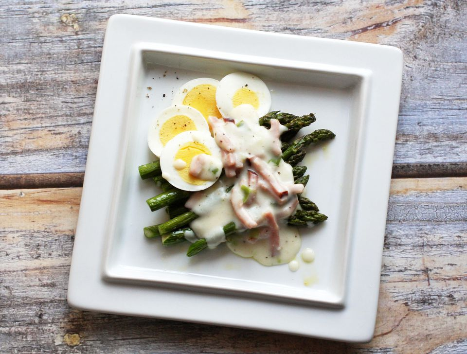 Asparagus With Cream sauce and ham