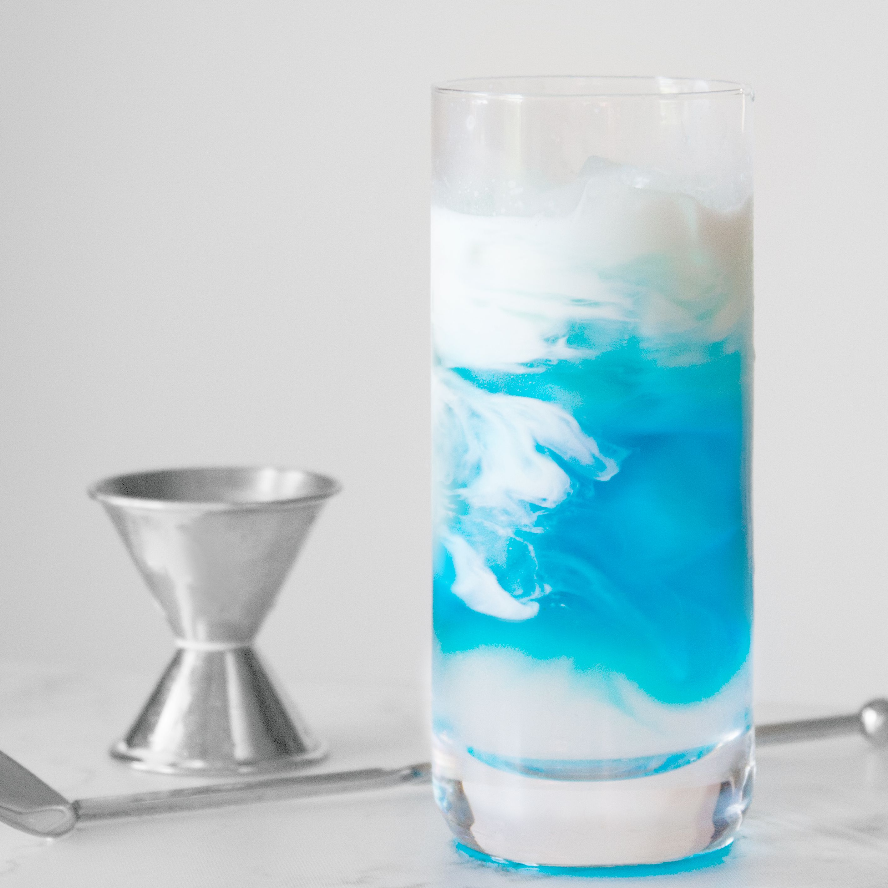 20 Beautiful Blue Cocktails