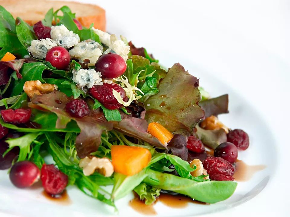 Green Salad With Dried Cranberries and Fig Balsamic Dressing